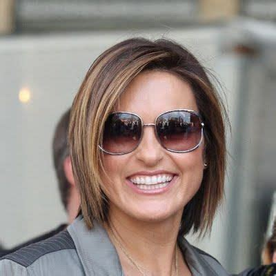 jaw lenght hairstyles that hug the face mariska hargitay chin length hairstyle hair pinterest