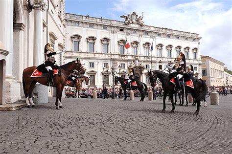 ingresso giardini quirinale corazzieri per il 2 giugno foto giorno corriere roma