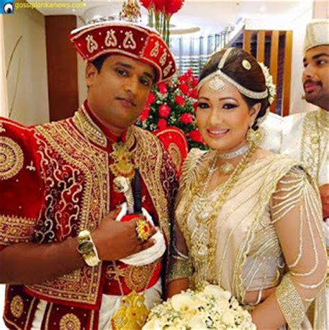 Bridesmaid Akila Dress piyumi botheju wedding photos sri lankan wedding
