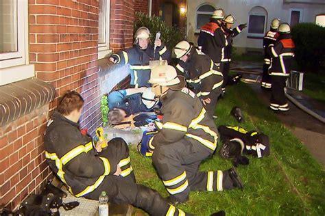 Decke Feuerwehr by Decke St 252 Rzt Auf Kollegen Der Feuerwehr Hamburg