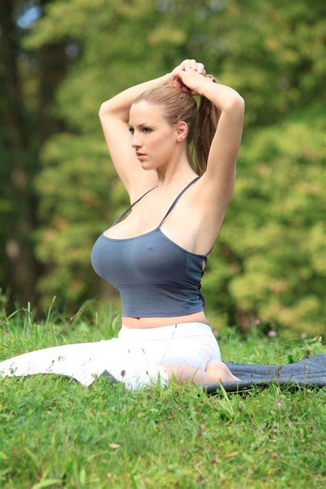 jordan carver imagenes kono bae iki hollywood actress jordan carver in yoga photos