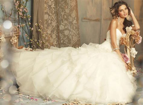 10 Most Gorgeous Brides by The 20 Most Beautiful Wedding Dresses