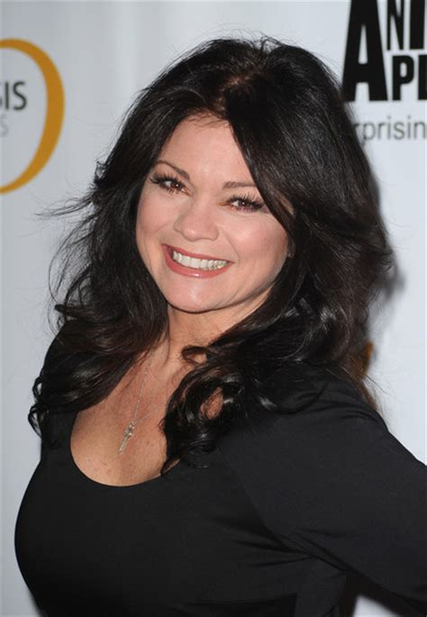 how to get valerie bertinelli current hairstyle valerie bertinelli s sweeping curls medium length