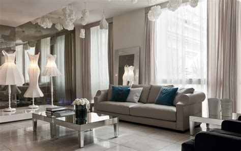 20 Beautiful Living Rooms With Mirrored Furniture Living Room With Mirrored Furniture