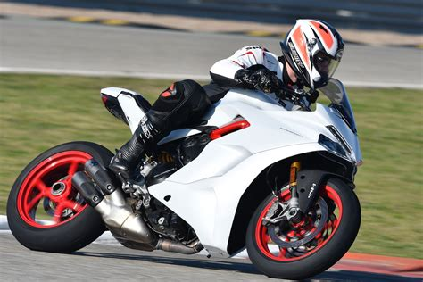 Motorrad Test Ducati Supersport by 2017 Ducati Supersport Review Filling The Gap Base And