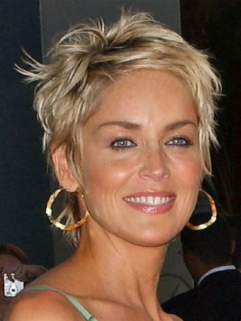 pixie shaggy hairstyles for women over 50 die besten 17 ideen zu sharon stone hairstyles auf