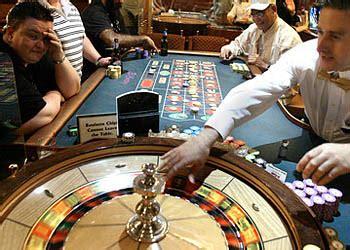 giochi di servire ai tavoli professione croupier come si diventa croupier