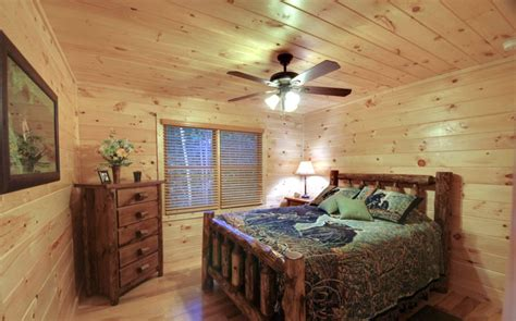 Lodge Bedroom Decorating Ideas by Cabin Bedroom Decorating Ideas For Small Space
