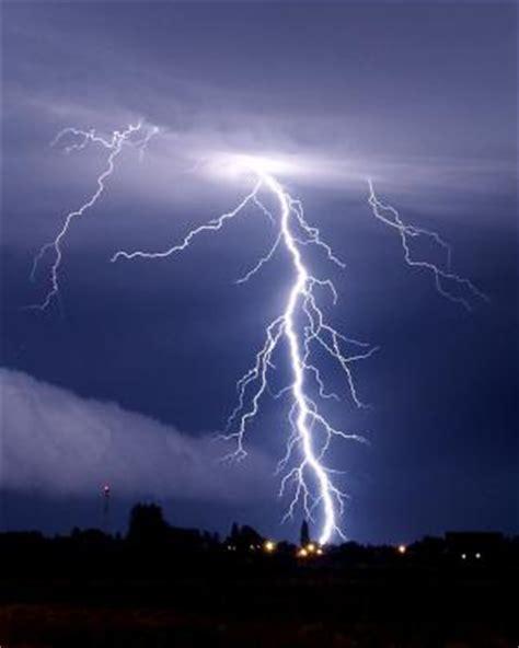 Jns May Real Pict donder en bliksem hoe ontstaat er bliksem