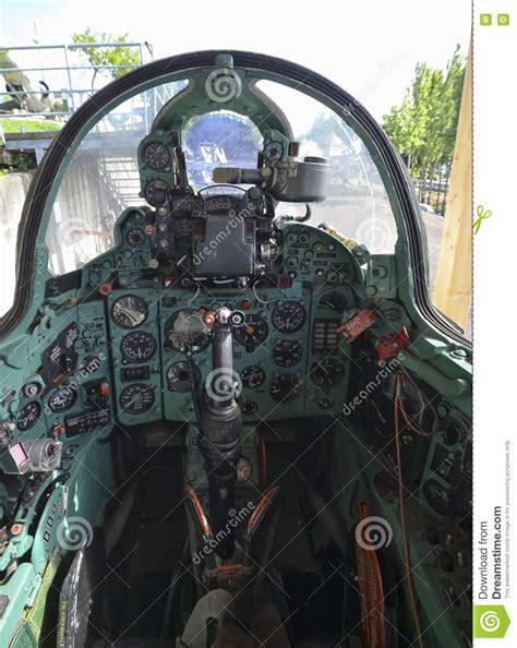cabina di pilotaggio aereo cabina di pilotaggio dell aereo da caccia mig 21
