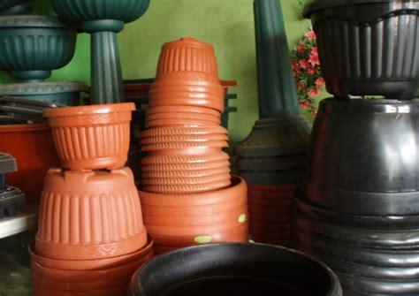 Pot Tanaman Plastik jenis pot bunga tanaman serta kelebihan dan kekurangannnya