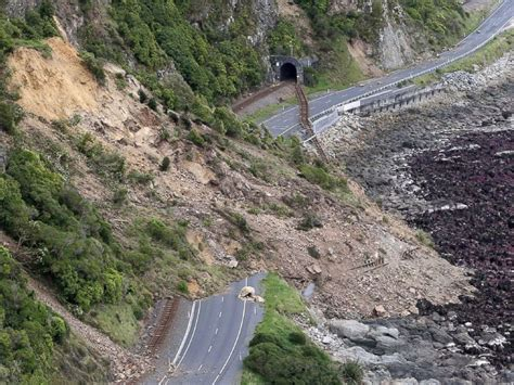 Earthquake In New Zealand | new zealand quake leaves at least 2 dead more than 1 000