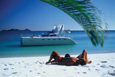 catamaran whitsundays powerplay whitsundays sailing adventure rtw backpackers