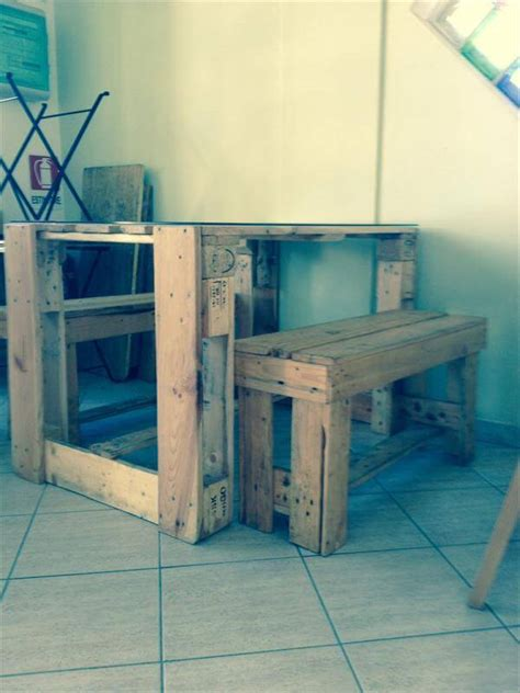 Diy Pallet Desk And Table With Glass Top Pallet Diy Glass Top Desk