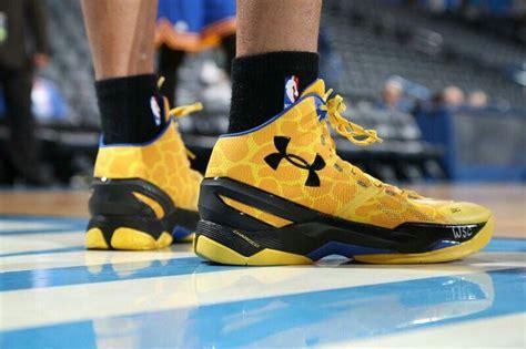 Sepatu Basket Armour Curry One armour curry two giraffe steph curry basketball
