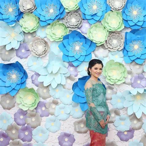 Paper Flower Backdrop Dekorasi Bunga Kertas 19 tren bunga kertas untuk backdrop lamaran atau pelaminan yang manis banget simak 15 inspirasinya