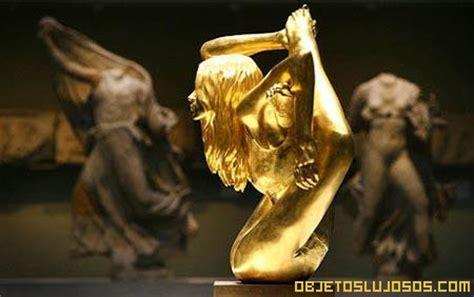 Lv Pagar Gold escultura de oro de kate moss