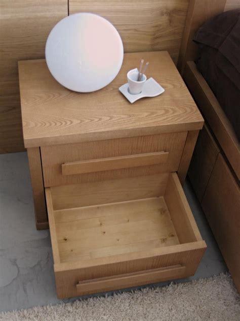 comodini con cassetti comodino moderno in legno abete con cassetti fatto a mano