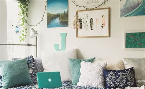 Things To Decorate Your Room by 20 Things 163 20 To Decorate Your Uni Room Society19