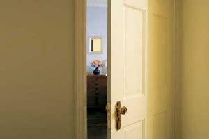 bedroom door won t open walking through doorways causes forgetting human world