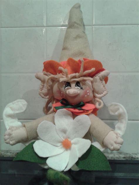 fiore portafortuna elfo portafortuna con fiore per la casa e per te