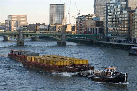 Thames River Description | file barge on river thames london dec 2009 jpg wikipedia