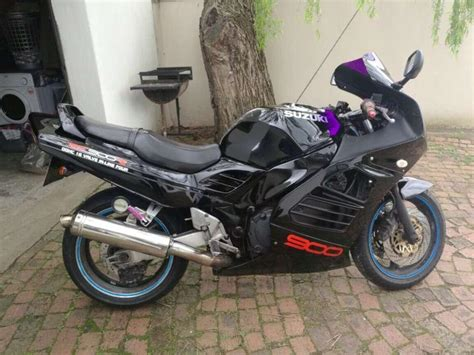 suzuki rf  brick motorcycle