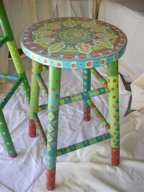 Painted Wooden Stools by Best 25 Painted Bar Stools Ideas On Painted