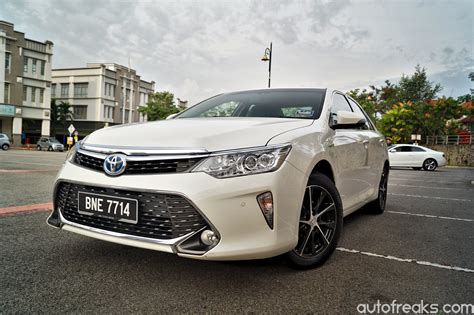 white toyota camry hybrid reviews   Best Car To Buy