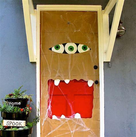 Diy Door Decorations by 10 Diy Decorations