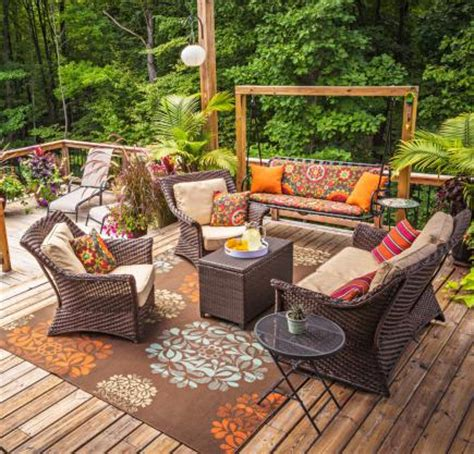 Cheap Comfy Chairs 30 Ideas To Dress Up Your Deck Midwest Living