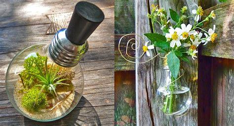 imagenes de jardines con reciclado reciclar bombillas en el jardin