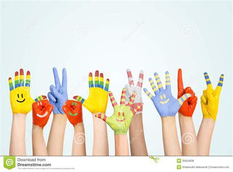 imagenes niños lavandose las manos las manos de los ni 241 os pintados fotos de archivo libres de
