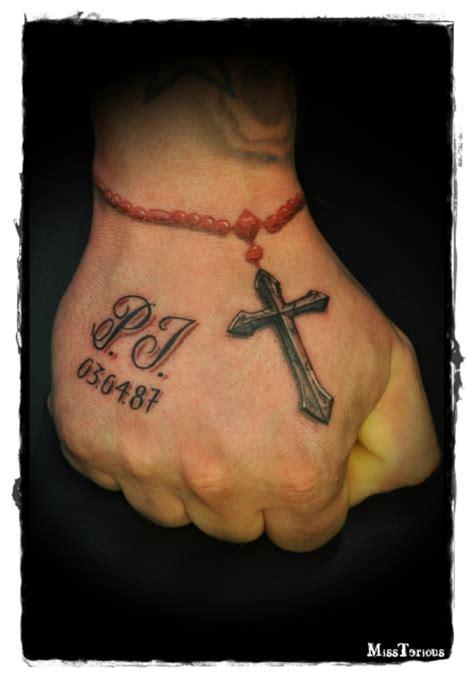 tattoo hand kreuz missteriousfrommars handtattoo kreuz schrift tattoos