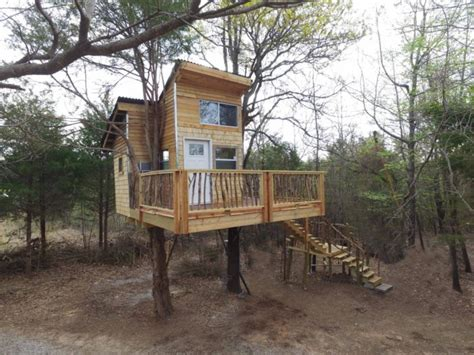 Treehouse Cabins Oklahoma by Sleep Underneath The Forest Canopy At This Epic Treehouse