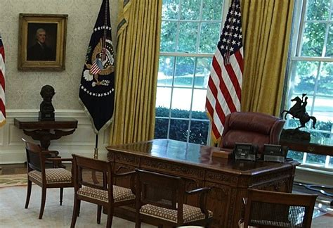 oval office changes this is the first thing donald trump changed in the oval