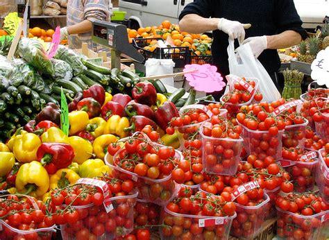 mercato porta palazzo orari acquisti fino alle 19 esteso l orario dei mercati rionali