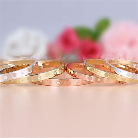 Gelang Lazada jiayiqi perempuan titanium gelang mawar emas gelang pesona
