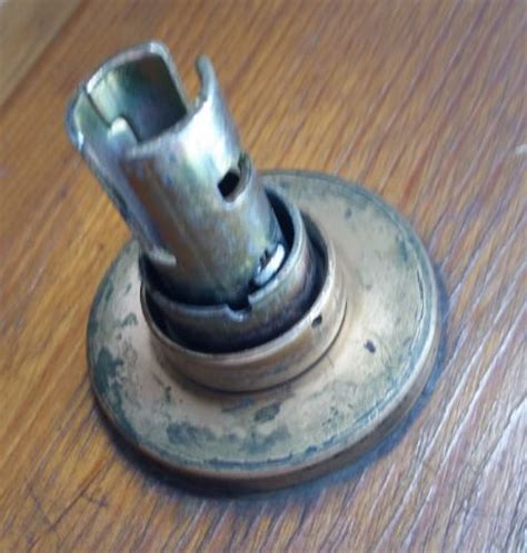 Door Knob No Screws by Need Help Removing Door Knob With No Screws