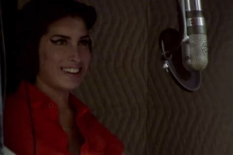 Winehouse Takes Nyc By by Winehouse Sing Back To Black A Cappella In