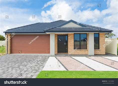 australian house music typical facade modern australian house noon stock photo 113574886 shutterstock