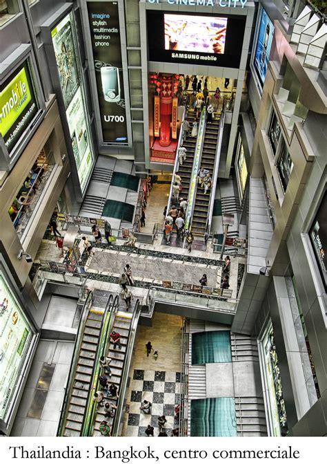 thailandia turisti per caso centro commerciale thailandese viaggi vacanze e turismo