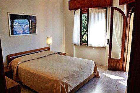 apartment 4 schlafzimmer apartment gardasee schlafzimmer mit doppelbett und zusatzbett