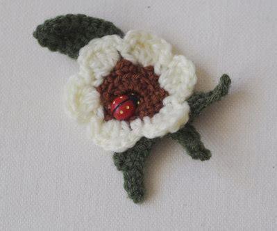 fiore portafortuna fiore uncinetto con coccinella portafortuna per la casa