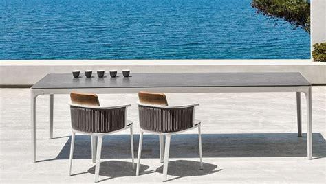 tavolo contemporaneo linee grafiche e stile contemporaneo per i tavoli da