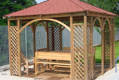 gazebi in legno il gazebo in legno gazebo da esterno per giardini o