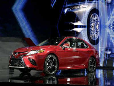 toyota camry: toyota unveils stylish 2018 camry at detroit