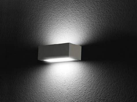 lombardo illuminazione lada da parete a led a luce diretta trend up 220
