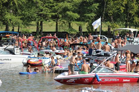lake travis drowning party boat party cove lake austin parties