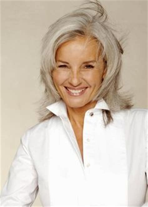 academy awards gray hair and blond streaks judi dench photos photos arrivals at the orange british
